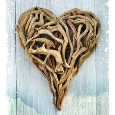driftwood heart! lovely summer beach project.