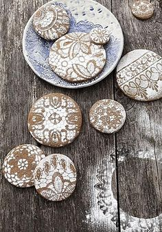 For a beautiful and elegant decoration on cakes and biscuits, grab some lace or a doily and use as a stencil for your icing sugar.