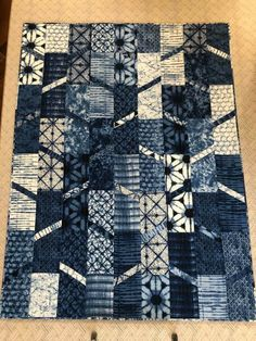 Japanese Quilt Patterns, Japanese Quilts, Modern Quilt Patterns, Blue Jean Quilts, Denim Quilts, Jellyroll Quilts, Easy Quilts, Stairway Art, Asian Quilts