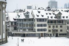 Der Preisauftrieb am Eigenheimmarkt hat gesamtschweizerisch betrachtet abgenommen. Trotzdem steigt laut der UBS die Blasengefahr.