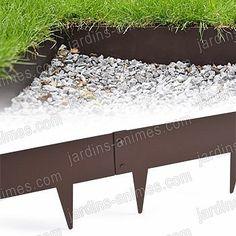Bordure de jardin en acier. Disponible en 3 hauteurs différentes. En acier recouvert d'une peinture époxy résistante, vous pourrez la plier jusqu'à 90° . Plus d'info ici : http://fr.jardins-animes.com/bordurette-acier-francais-p-1712.html