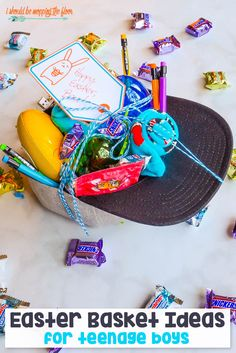 These Easter Basket Ideas for Teen Boys are PERFECT for all of the tween and teen guys in your life! Plus, free printable Easter gift tags. Boys Easter Basket, Easter Baskets, Gift Baskets, Raffle Baskets, Easter Hunt, Easter Party, Easter Table, Easter Brunch, Easter Crafts For Kids
