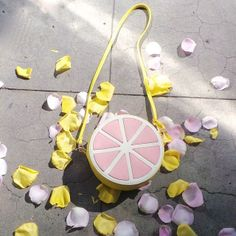 Main squeeze (http://www.nastygal.com/lookbooks-pastels/nila-anthony-sweet-grapefruit-bag/) #spring