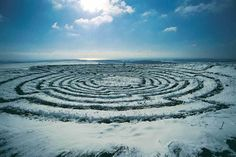 Chris Drury- Snow vortex pattern - Rolling 5 snow balls in a dew pond. Land Art, Chris Drury, Landscape Architecture Magazine, Sussex Downs, Amazing Maze, Beautiful Symbols, Outdoor Sculpture, Garden Sculptures, Experimental Photography