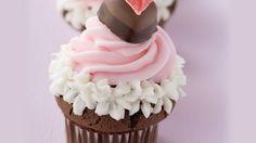 Überrasche deine Liebsten: Valentinstag-Cupcakes | http://eatsmarter.de/rezepte/valentinstag-cupcakes