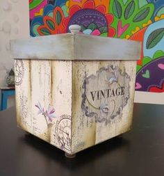 Decoupage Box, Decoupage Vintage, Wood Pallet Art, Wood Pallets, Vintage Wood, Vintage Decor, Easy Crafts, Diy And Crafts, Patina Paint