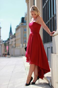 maid of honor, witness / Trauzeugin / Vokuhila Kleid / rotes Kleid / Chiffonkleid / Hochzeit / red dress - Sign via Zalando / clutch - Asos ...
