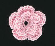 Zo kun je een bloemetje #haken. Leuk voor op je tas. Of bijvoorbeeld je zelfgehaakte beanie-muts.