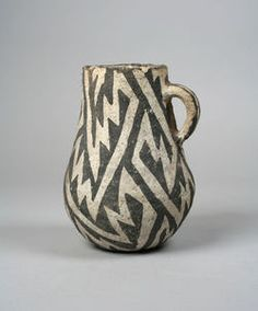 Anonymous, ancestral Pueblo (Anasazi); non-glazed ceramic Jug, slip and pigment decor, 12th - 18th Century.