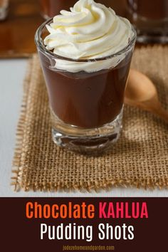 Shots Of Chocolate Kahlua Pudding. These Pudding Shots are a hit at any party made of Chocolate, Kahlua, Vodka and Cool Whip. Pudding Shot Recipes, Kahlua Recipes, Jello Pudding Shots, Jello Shot Recipes, Alcohol Recipes, Dessert Recipes, Pudding Ideas, Pudding Recipe, Veggie Recipes