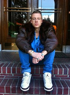 love his song thrift shop!!! He reminds me of my husband... But a ghetto version... Lol