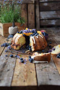 Gugelhupf mit Blaubeeren und Pfirsichen - Bundt Cake with blueberries and peaches   Das Knusperstübchen