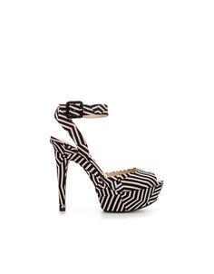 Sandalias plataforma tela con print a rayas de Zara