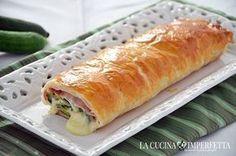 La ricetta dello strudel prosciutto scamorza e zucchine è tanto semplice quanto ricca di gusto. Lo strudel salato è perfetto per un buffet e può essere preparato con tante farce diverse.