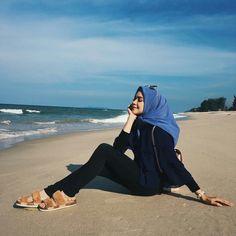 Pretty muslimah pretty faces & hijabs of muslimahs :-) мусул Hijab Fashion, Girl Fashion, Fashion Outfits, Womens Fashion, Hijab Casual, Hijab Chic, Girl Hijab, Hijab Outfit, Hijab Moda
