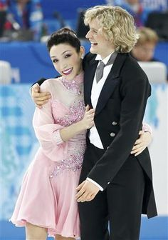 Meryl Davis e Charlie White of U. after figure skating team ice dance short dance at the Sochi 2014 Winter Olympics Gracie Gold, Dance Shorts, Ice Skaters, Ice Dance, Ice Princess, Figure Skating Dresses, Sports Stars, Summer Olympics, Dancing With The Stars