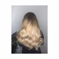✨✨✨ gorgeous new locks for Melissa today 18 inch gold 180grams mixed colours 18/22 10//24 for a perfect blend and perfect hair finshed with soft curls ✨✨✨ #beautyworksvipsalon #http://www.jennisonbeautysupply.com/  ,#hairinspo #longhair #hairextensions #clipinhairextensions #humanhair #hairideas #hairstyles #extensions #prettyhair  #clipinhairextensions #hairextensions #longhairgoals #hairextensionsspecialist #queenbhairextensions  virgin human hair wigs/hair extensions/lace closure/clip in…