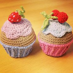 Birthday cupcakes made by carlylb / free crochet pattern by lalylala