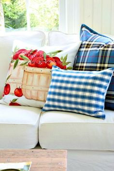 French Country Farmhouse, French Country Style, Savvy Southern Style, Red Cottage, French Home Decor, Country Style Homes, Sun Room, How To Make Pillows, Fashion Room