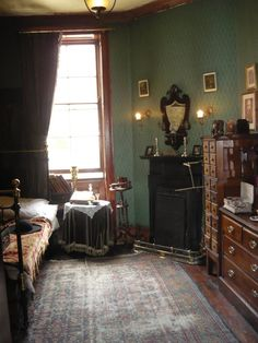 - Baker Street - Sherlock Holmes' Bedroom (The Sherlock Holmes Museum) Library / living room feel Victorian Rooms, Victorian Interiors, Vintage Interiors, Deco Boheme, Bedroom Vintage, Bedroom Styles, My New Room, Dream Bedroom, Interiores Design