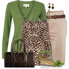 business attire CHATAS DAILY TIP: Shades of gorgeous greens continue their summer on-trend status. Wearing eye-catching patterns, with brighter colours on the top half of your body, dr Fall Outfits, Casual Outfits, Fashion Outfits, Womens Fashion, Fashion Trends, Work Fashion, Fashion Looks, Green Fashion, Business Attire