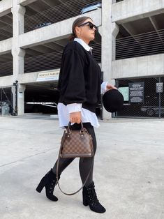 5 WAYS TO WEAR SPANX LEATHER LEGGINGS   THE RULE OF 5 Fall Winter Outfits, Autumn Winter Fashion, Winter Style, Spanx Leather Leggings, Style Blog, Blogger Style, Errands Outfit, Trendy Girl, 5 Ways