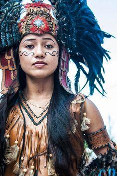 Bague de mariage : Aztec Warrior by Marlon Hector Mexican Gods, Mexican Art, Warrior Princess, Native American Women, Native American Indians, Native Americans, Aztecas Art, Aztec Culture, Aztec Warrior