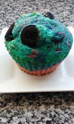 Rainbow muffin with oreos
