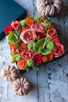 .I love the idea of these boxes, filled with flowers, maybe surrounded by smaller ornament s or candle!