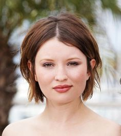 Emily-Browning-hairstyle