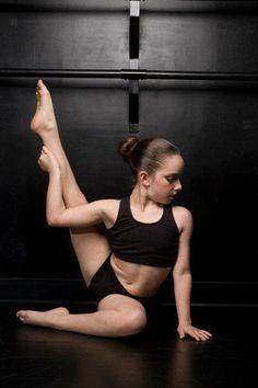 Art Kimmy from Dance Moms Miami le-danse Dance Picture Poses, Dance Photo Shoot, Dance Poses, Dance Comp, Lyrical Dance, Group Dance, Dance Photography Poses, Girl Photography, Imagine Photography