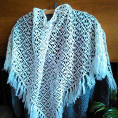 Bílý háčkovaný vintage šátek - vzpomínkový -1. Crochet, Fashion, Moda, Fashion Styles, Ganchillo, Crocheting, Fashion Illustrations, Knits, Chrochet