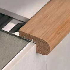 Stairtec FW - Stair nosing in Oak wood with aluminium support - Skirting boards and design - IL SERVIZIO - Profilitec s.