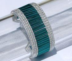 off loom beading stitches Bead Loom Bracelets, Beaded Bracelet Patterns, Jewelry Patterns, Beaded Earrings, Jewelry Bracelets, Beading Patterns, Beading Ideas, Macrame Bracelets, Beaded Jewelry Designs