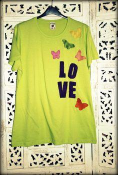 Camiseta verde manzana con detalles de color....by Saison www.facebook.com/Saison.camisetas