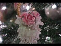 Pearl Tassel Ornament - shabby chic --- ---- Would make the pearl tassel shorter and use smaller pearls. Shabby Chic Christmas Ornaments, Christmas Gift Decorations, Christmas Baubles, Diy Christmas Ornaments, Christmas Wreaths, 10 Days Of Christmas, Christmas Holidays, Pink Crafts, Dyi Crafts