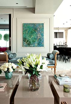 Zize Zink é um dos mais prestigiados nomes da arquitetura e do design de interiores brasileiro. A arquiteta mistura com maestria o novo com o antigo e o clássico com o contemporâneo, tendo como objetivo principal, unir a estética com a funcionalidade. São mais de 100 projetos acumulados em seu portfólio, que atravessam o Brasil… Leia mais Zize Zink – Conheça seus elegantes espaços
