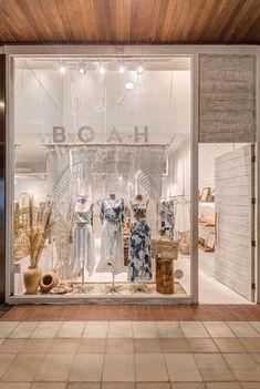 Clothing Boutique Interior, Boutique Decor, Boho Boutique, Lingerie Store Design, Clothing Store Design, Small Boutique Ideas, Boutique Window Displays, Store Layout, Boutique Interior Design