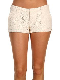 white lace shorts! I WANT!