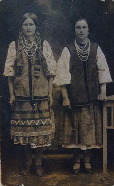 The girls from village Kozlova, Kyiv region, Ukraine (1919)
