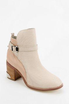 Messeca Aubrey Ankle Boot