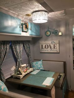 142 Amazing RV Camper Interior Renovation for Happy Camper Vintage Camper Interior, Trailer Interior, Rv Interior, Interior Ideas, Interior Design, Rv Campers, Camper Trailers, Travel Trailers, Happy Campers