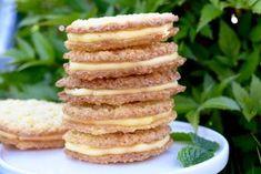 Kokosflarn med smörkräm | Hannas bageri Bagan, English Food, Dessert For Dinner, Gluten Free Desserts, Different Recipes, Biscotti, Cookie Recipes, Bakery, Sweet Treats