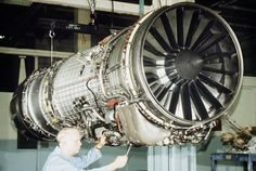 The General Electric is an afterburningturbofan jet engine produced by GE Aviation. The engine uses the same engine core design as the General Electric (General Dynamic Fighting Falcon, Grumman Tomcat and McDonnell Douglas Strike Eagle). Turbine Engine, Gas Turbine, Military Jets, Military Aircraft, Modern Fighter Jets, Aircraft Maintenance Engineer, Turbofan Engine, Radial Engine, F-14 Tomcat