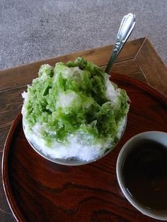 Ice on green tea, green tea powder, matcha green tea Japanese Sweets, Japanese Matcha, Japanese Food, Cute Food, I Love Food, Yummy Food, Gelato, My Favorite Food, Favorite Recipes