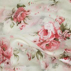 Ya tenemos nuevos estampados de seda natural para vestidos y blusones en Julunggul. Pronto en nuestra web www.julunggul.com Puedes hacer tu encargo directamente aquí o en info@julunggul.com VENTA POR MENOR Y POR MAYOR