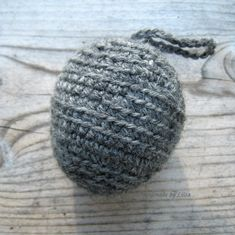Virkattu ampiaispesä, crocheted wasp's nest – HandmadebyLiisa Fake Wasp Nest, Birthday Wishes, Knitted Hats, Diy And Crafts, Knit Crochet, Knitting, Balcony Plants, Bees, Balcony Planters