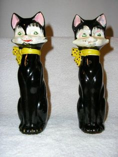 Vtg 7 1/2 in. tall black ceramic cats w/yellow bow salt & pepper shakers, Japan
