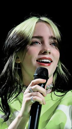 Find images and videos about billie eilish on We Heart It - the app to get lost in what you love. Billie Eilish, New Artists, Music Artists, Pretty People, Beautiful People, Melanie Martinez, Celebs, Celebrities, Funny Videos