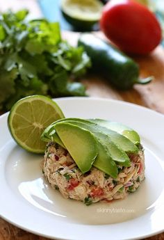 Transform ordinary canned tuna into a zesty, flavorful lunch with a Latin flair by adding fresh lime juice, cilantro, jalapeño, tomato and avocado. Canned tuna ceviche! Lunch Snacks, Healthy Snacks, Healthy Eating, Healthy Recipes, Lunches, Keto Recipes, Clean Eating, Freezer Recipes, Dinner Recipes